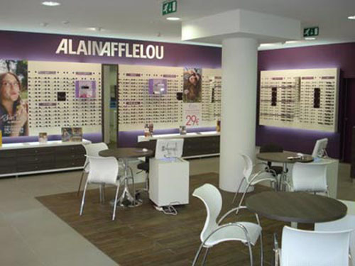 0f1780072 Alain @Afflelou_Optico incluye una edición limitada de gafas Ray Ban ...